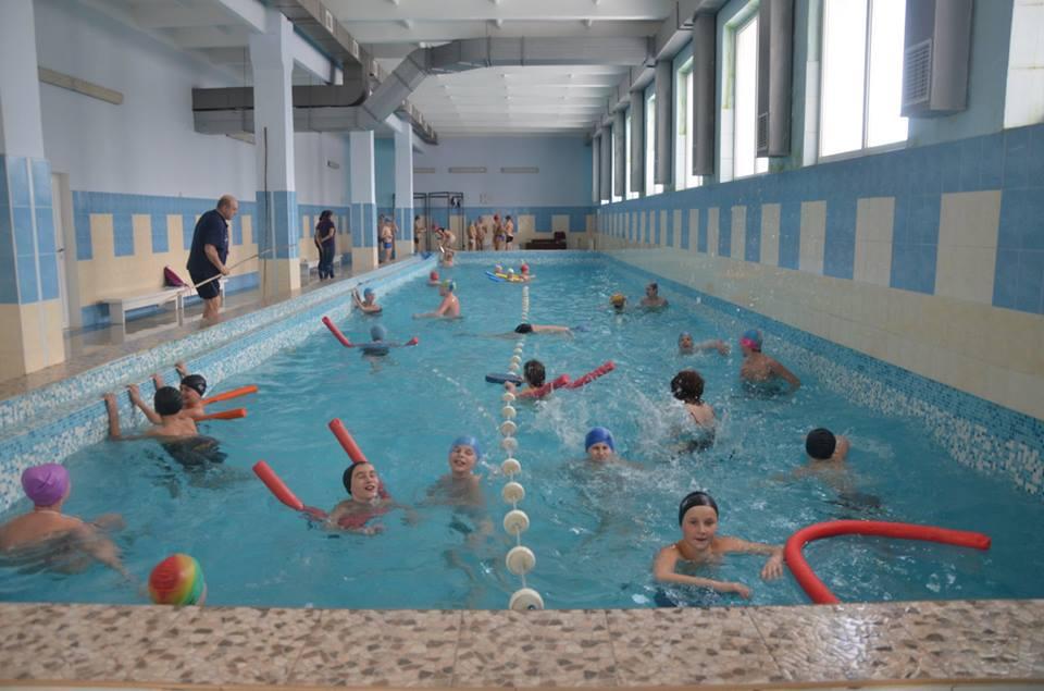 Плавальний басейн та спортивний зал з ...