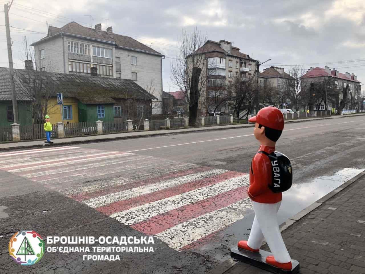 У Брошнів-Осаді біля пішохідних переходів встановили ...