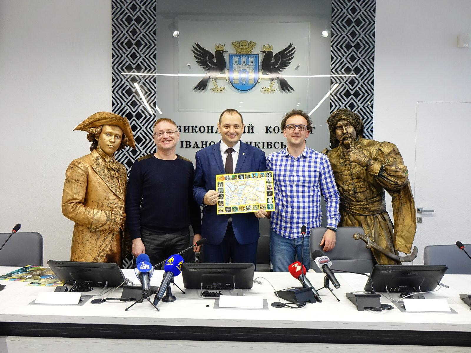 Скульптури оживають в Івано-Франківську