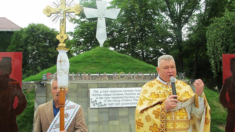 У Брошневі-Осаді відкрили меморіальний комплекс «Борцям за волю України»