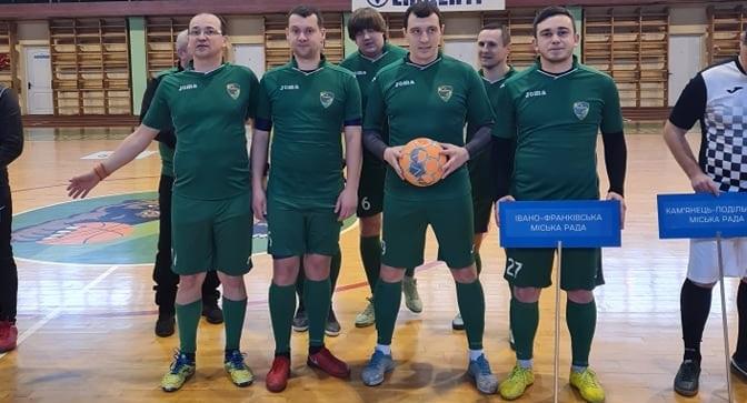 Змінили краватки на спортивну форму: як у Франківську депутати у футбол грали