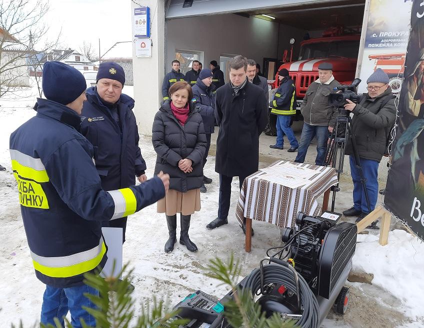 Поляки передали обладнання добровільній пожежній дружині ...